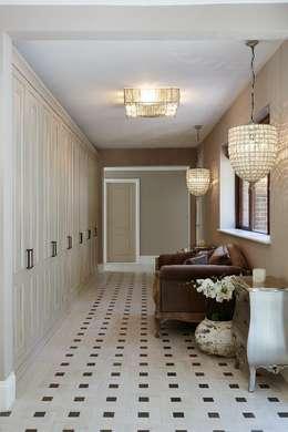 Hallway:  Corridor & hallway by Keir Townsend Ltd.