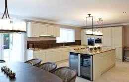 Kitchen: classic Kitchen by Keir Townsend Ltd.