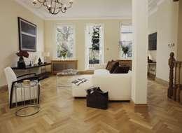 Parede e pavimento  por The Natural Wood Floor Company