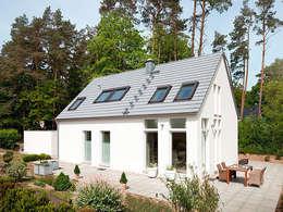 Projekty, minimalistyczne Domy zaprojektowane przez Müllers Büro