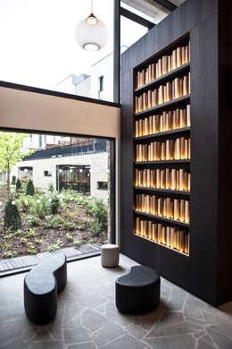 COGEDIM rue de Meaux, Paris: Couloir et hall d'entrée de style  par Malherbe Design
