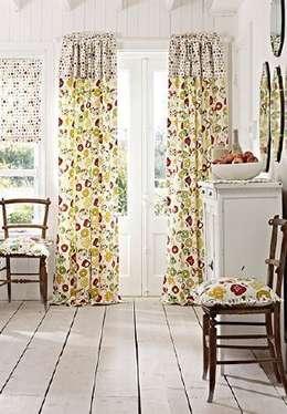 Salon de style de stile Rural par Curtains Made Simple