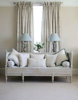 classic Living room by Curtains Made Simple