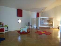 Chambre  de Louise: Chambre d'enfant de style de style Moderne par Aparté conseils