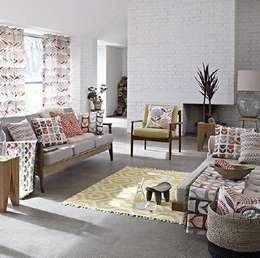 Salas de estilo escandinavo por Curtains Made Simple