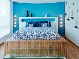 Casa Altavista: Recámaras de estilo moderno por Excelencia en Diseño