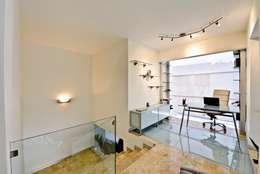 Estudios y despachos de estilo minimalista por Excelencia en Diseño