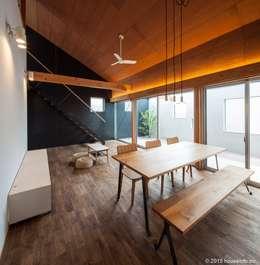 Projekty,  Salon zaprojektowane przez (株)ハウスインフォ