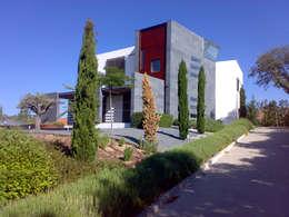 VIVIENDA UNIFAMILIAR. LAS ROZAS. MADRID. 2004: Casas de estilo moderno de Bescos-Nicoletti Arquitectos
