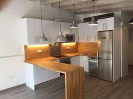 Cozinhas modernas por zazurca arquitectos