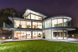 Casas de estilo moderno por David James Architects & Partners Ltd