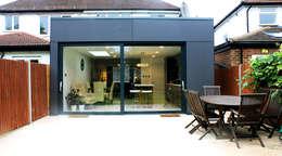 moderne Serre door Consultant Line Architects Ltd