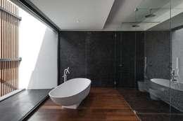 Phòng tắm by Estúdio Urbano Arquitectos