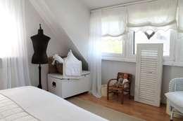 Me & Harmony: kırsal tarz tarz Yatak Odası