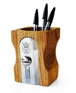 Taille-Crayon XL: Bureau de style de style eclectique par Le Dindon