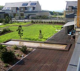Dom z basenem w Krakowie: styl , w kategorii Taras zaprojektowany przez Architektura Wnętrz Daria Zaremba
