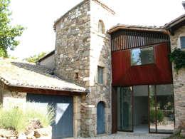 Le Chatelard - 42 - France: Maisons de style de style Rustique par archizip
