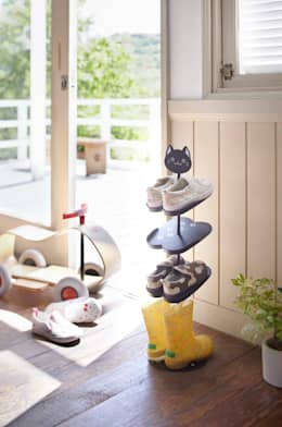 Schoenenrekjes voor kinderen: moderne Kinderkamer door La Vie de Marie
