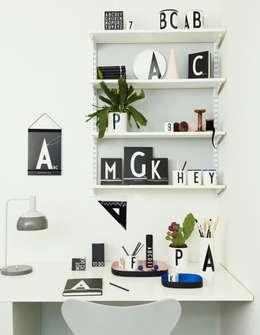 Design Letters: You have a nice style: moderne Woonkamer door Kleuroptafel