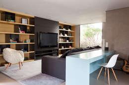 minimalistic Living room by Consuelo Jorge Arquitetos