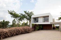 Casas de estilo minimalista por Consuelo Jorge Arquitetos