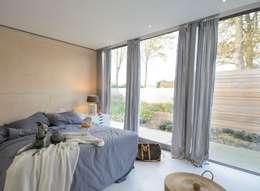 Lofthome Bergen (NH): moderne Slaapkamer door Blok Kats van Veen Architecten