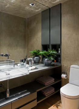Vila Leopoldina Loft: Banheiros modernos por DIEGO REVOLLO ARQUITETURA S/S LTDA.