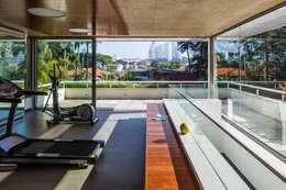 Gimnasios de estilo moderno por Reinach Mendonça Arquitetos Associados