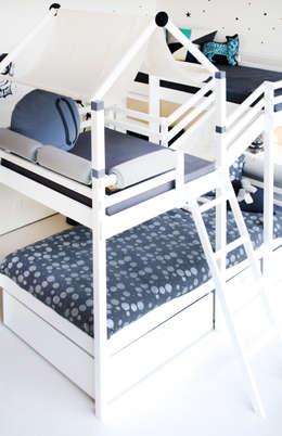Habitaciones infantiles de estilo  por Rooom