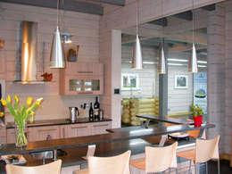 Cozinhas modernas por Woody-Holzhaus - Kontio