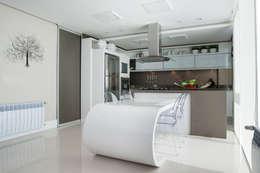 Residência: Cozinhas modernas por Andreia Benini Arquiteta