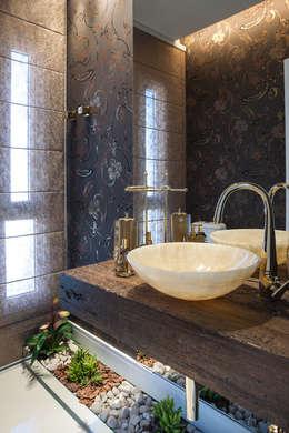 Residência: Banheiros modernos por Andreia Benini Arquiteta