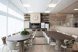 Residência: Salas de jantar modernas por Andreia Benini Arquiteta