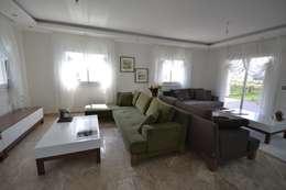 AKTİF PERDE – FETHİYE DE BİR VİLLA: modern tarz Oturma Odası