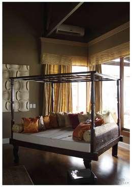Dormitorios de estilo ecléctico de Opiusly