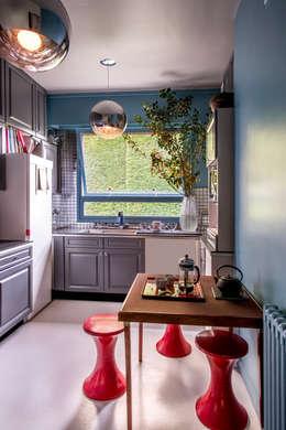 VICTOR HUGO: Cuisine de style de style Moderne par ZOEVOX - Fabrice Ausset