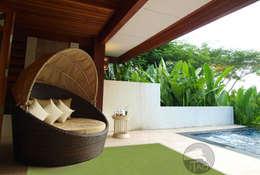 Tapis d'extérieur Single coloris Vert: Balcon, Veranda & Terrasse de style de style Minimaliste par ITAO