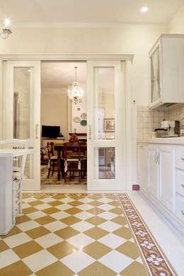 Cocinas de estilo clásico por Astudioarchitetti