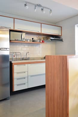 : Chez Caro: Cozinhas modernas por Mmaverick Arquitetura