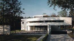 Voorgevel: moderne Huizen door Lab32 architecten