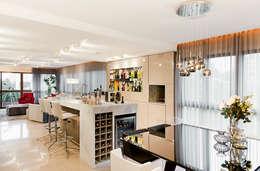 Bodegas de vino de estilo moderno por Mundstock Arquitetura