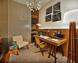 Рабочие кабинеты в . Автор – Ana Paula Carneiro Arquitetura e Interiores