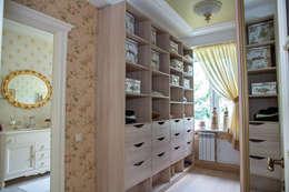 Vestidores y closets de estilo clásico por Фотограф Анна Киселева