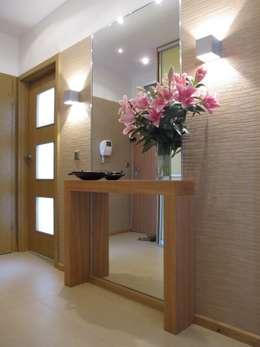 Couloir et hall d'entrée de style  par ARTEFEKT