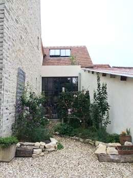 Création d'une entrée: Jardin de style de style Moderne par Atelier d'Ersu & Blanco