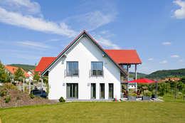 Wohnhaus W. in Nüdlingen: landhausstil Häuser von Achtergarde + Welzel Architektur + Interior Design
