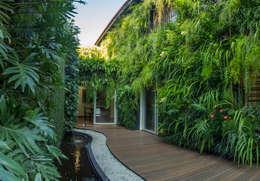 Lateral Depois:   por Quadro Vivo Urban Garden Roof & Vertical