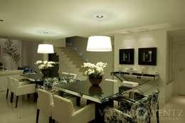 A15 Residência: Sala de jantar  por Canisio Beeck Arquiteto