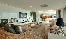 minimalistic Living room by Larissa Maffra