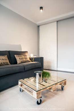 Salonowa rewolucja: styl , w kategorii Domowe biuro i gabinet zaprojektowany przez Arkadiusz Grzędzicki projektowanie wnętrz